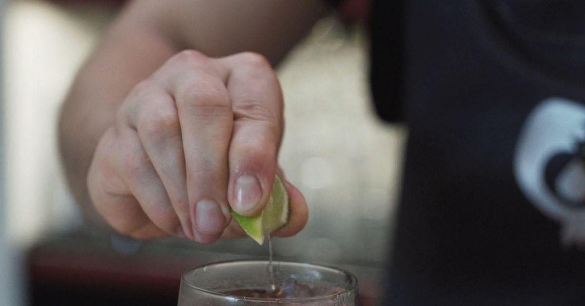 Rumový koktejl Duppy Share & Coke
