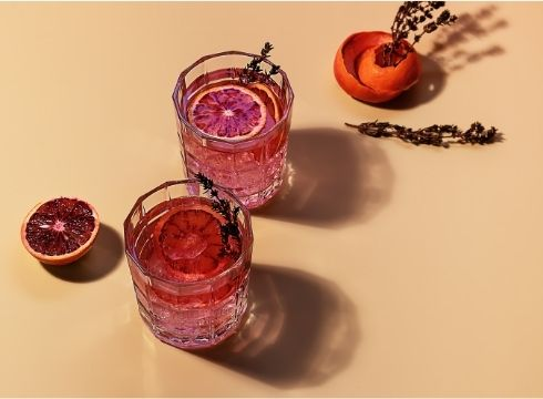 Koktejl - Pink gin s tonikem