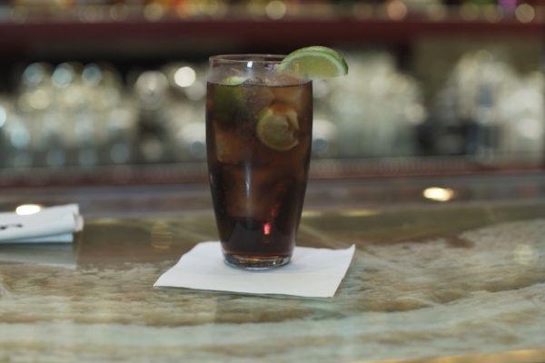 Koktejl z rumu Duppy Share & Coke